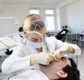 tandläkarekvinna Arkivfoton