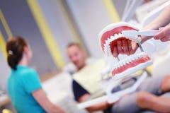 Tandläkaren fotografering för bildbyråer
