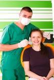 tandläkareworking royaltyfria bilder