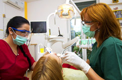 Tandläkareworking Royaltyfria Foton