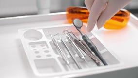 Tandmateriaal dat door tandarts wordt gebruikt stock footage
