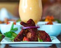 Tandoori-kryddade lammkotletter royaltyfri fotografi