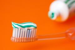 Tandpasta en toothrush Stock Fotografie