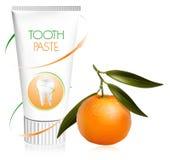 Tandpasta met verse mandarijn. Stock Afbeeldingen