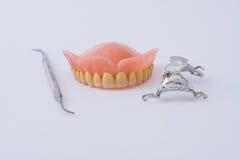 Tandprothese en instrumentaal Stock Afbeeldingen