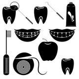 Tandvårduppsättning som isoleras på den vita bakgrunden Fotografering för Bildbyråer