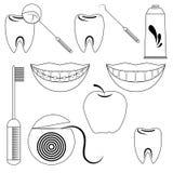 Tandvårduppsättning som isoleras på den vita bakgrunden Arkivfoto