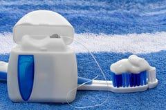 Tandzijde en tandenborstel Stock Foto