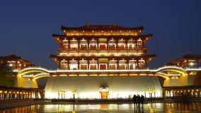 Αντανάκλαση του κέντρου παραδείσου του Tang τη νύχτα, Xi'an, Κίνα Στοκ Φωτογραφίες