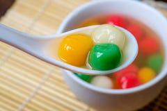 Tang Yuan eller traditionell kinesisk söt risboll arkivfoton