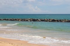 TANGALLE,斯里兰卡- 2017年12月15日:海滩的人们 免版税库存图片