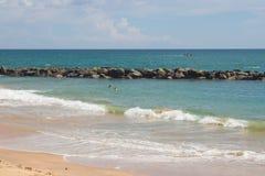 TANGALLE,斯里兰卡- 2017年12月15日:海滩的人们 免版税图库摄影