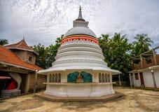 TANGALLE SRI LANKA - Januari 01, 2017: Buddhastaty på temen Royaltyfri Foto