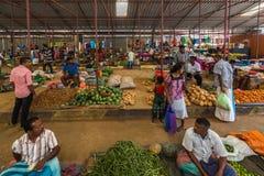 TANGALLE SRI LANKA - Januari 01, 2017: Oidentifierade säljare in Royaltyfri Foto