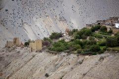 Tangbe尼泊尔村庄与古老废墟的3040 m在喜马拉雅山 迁徙对上部野马闭合的区域  库存照片