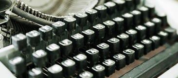 Tangentbord av den gamla skrivmaskinen Royaltyfria Bilder