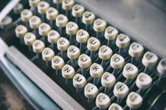 Tangentbord av den retro skrivaren Royaltyfri Foto