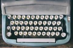 Tangentbord av den retro skrivaren Arkivfoto