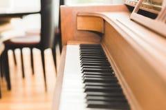 Tangentbord för upprätt piano eller pianotangenter Fotografering för Bildbyråer