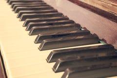 Tangentbordpiano, sidosikt av det musikaliska hjälpmedlet för instrument Fotografering för Bildbyråer