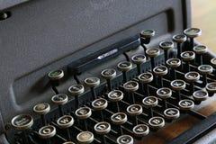 Tangenten till den gamla skrivmaskinen Arkivbilder