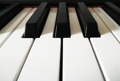 Tangenter av ett digitalt piano/tangentbord royaltyfri bild