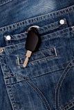 Tangenterna i facket av jeans Arkivbild
