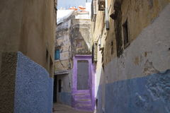 Tanger市,摩洛哥老麦地那街道  免版税库存图片