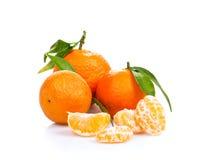 Tangerine ή μανταρινιών φρούτα που απομονώνονται στην άσπρη διακοπή υποβάθρου Στοκ Φωτογραφία