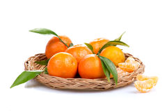 Tangerine ή μανταρινιών φρούτα που απομονώνονται στην άσπρη διακοπή υποβάθρου Στοκ Φωτογραφίες