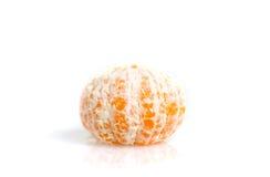 Tangerine κιτρικό πορτοκάλι φρούτων που ξεφλουδίζεται που απομονώνεται στο άσπρο backgroun Στοκ Εικόνες
