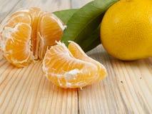 Tangerine σε έναν πίνακα Στοκ Εικόνες