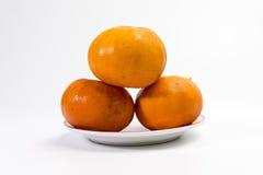 Tangerine σε ένα πιάτο που έχει το ρόδινο πλαίσιο Στοκ φωτογραφία με δικαίωμα ελεύθερης χρήσης