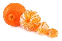 Tangerine и, который слезли tangerines на белой предпосылке Стоковое фото RF