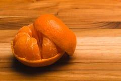 Tangerine слезли половиной, котор Стоковая Фотография