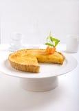 Tangerine creme brulle ξινό σε ένα άσπρο υπόβαθρο Στοκ Εικόνα