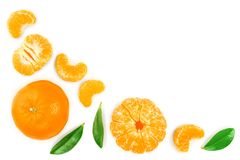 Tangerine lub mandarynka z liśćmi odizolowywającymi na białym tle z kopii przestrzenią dla twój teksta Odgórny widok Mieszkanie n zdjęcie stock