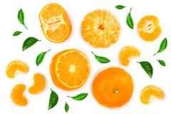 Tangerine lub mandarynka z liśćmi odizolowywającymi na białym tle Odgórny widok Mieszkanie nieatutowy obraz royalty free