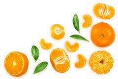 Tangerine lub mandarynka z liśćmi odizolowywającymi na białym tle z kopii przestrzenią dla twój teksta Odgórny widok Mieszkanie n zdjęcie royalty free