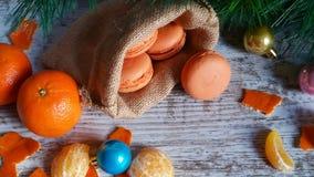 Tangerine macarons στο χρόνο Χριστουγέννων Στοκ Εικόνα