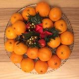 Tangerinen auf einem Kristallteller Lizenzfreie Stockfotografie