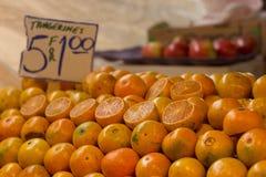 Tangerinen in den Reihen Lizenzfreie Stockfotografie