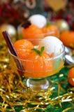 Tangerinen im süßen Sirup mit Eiscreme Lizenzfreie Stockbilder