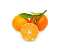 Tangerinen mit Blättern Stockfotos