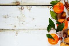 Tangerinen mit Blättern Stockfoto
