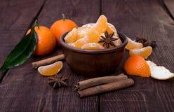 Tangerinen mit Zimtstange und anisetree Stockbilder