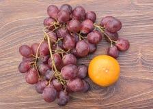 Tangerinen und Trauben Lizenzfreie Stockfotografie