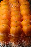 Tangerinen und Wasser Stockfoto