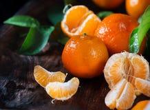 tangerines Świeży organicznie dojrzały mandarines zbliżenie na drewnianym stole Obrazy Royalty Free