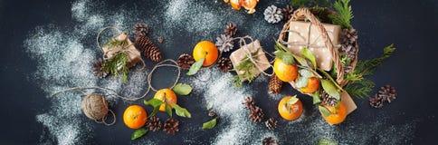 Tangerines Χριστουγέννων ρωσικές διακοπές παράδοσης κιβωτίων Στοκ φωτογραφία με δικαίωμα ελεύθερης χρήσης